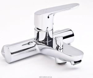 Смеситель однорычажный для ванны с коротким изливом Hansgrohe коллекция Focus E2 хром 31940000