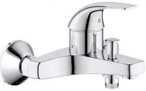 Смеситель однорычажный для ванны с коротким изливом Grohe коллекция BauCurve хром 32806000