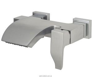 Смеситель однорычажный для ванны с коротким изливом EMMEVI коллекция Niagara сатин CSP74001
